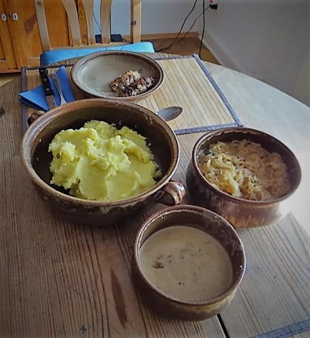 Schweinebauch Roulade mit Sauerkraut und Kartoffelstampf (4)
