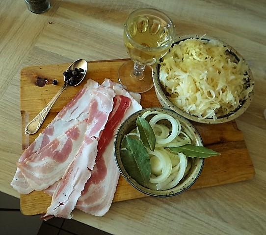 Schweinebauch Roulade mit Sauerkraut und Kartoffelstampf (7)