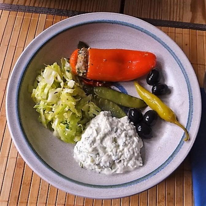 gefüllte Snackpaprika,Krautsalat,Tzatziki (2)
