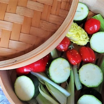 Kartoffel Zoodles, Gemüse im Gärkorb, Ajvar Feta Creme, Guacamole (11)