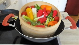 Kartoffel Zoodles, Gemüse im Gärkorb, Ajvar Feta Creme, Guacamole (12)