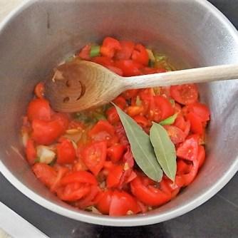 Kartoffelschnecken mit Bärlauch,Tomatensugo, Gurkensalat (12)