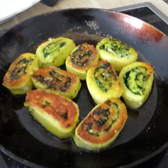 Kartoffelschnecken mit Bärlauch,Tomatensugo, Gurkensalat (18)