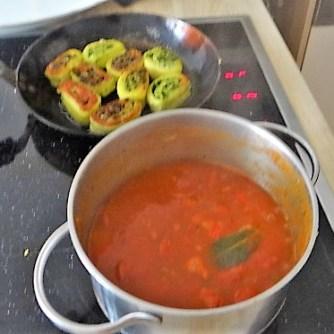 Kartoffelschnecken mit Bärlauch,Tomatensugo, Gurkensalat (19)