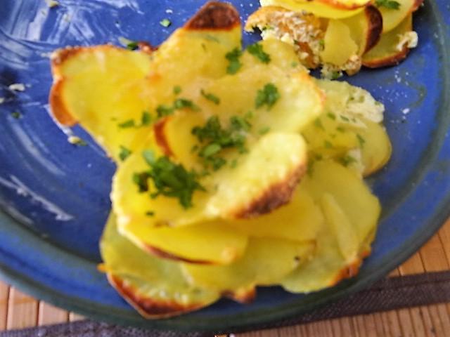 Kräutersaitlinge,Kartoffelrosen, Salat (3)