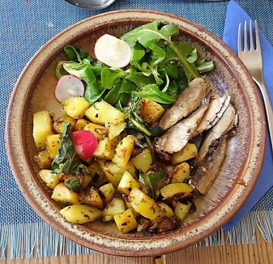 Bratkartoffel,Sprotten,Salat (1)