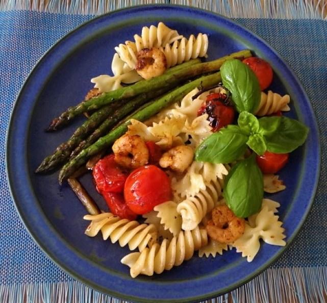 Grüner Spargel,Tomaten und Garnelen (2)