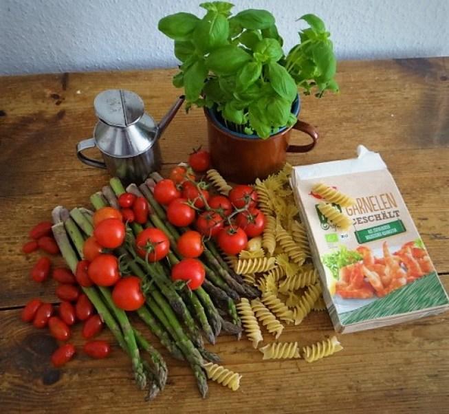 Grüner Spargel,Tomaten und Garnelen (7).JPG