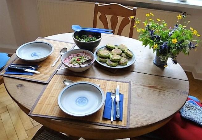 Kartoffeltaler mit Guacamole und Wildkräutersalat (25)