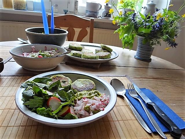 Kartoffeltaler mit Guacamole und Wildkräutersalat (27)