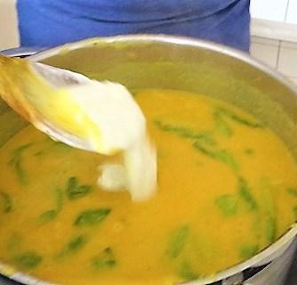 Kartoffel,Süßkartoffelsuppe mit Kichererbsen und frischem Spinat (21)