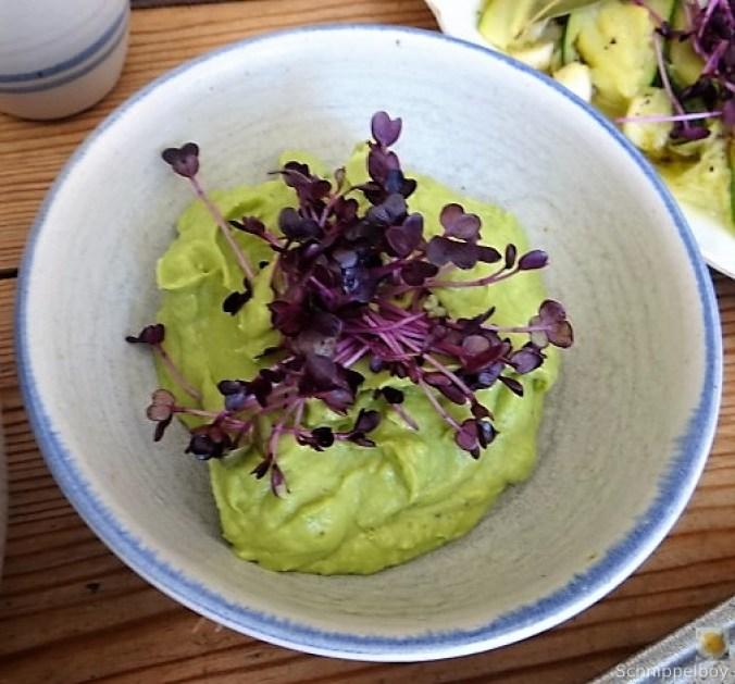 Zucchinisalat,Tomatensalat,Guacamole und Ofenkartoffeln (21).JPG