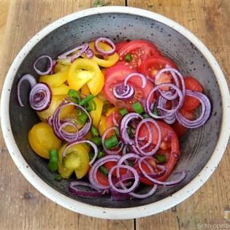 Zucchinisalat,Tomatensalat,Guacamole und Ofenkartoffeln (23)