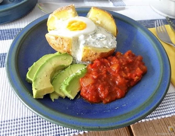 Backkartoffel mit Dip, Tomatensalsa,Avocado und hartgekochten Eiern (14).JPG