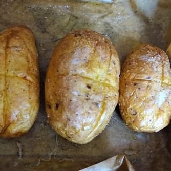 Backkartoffel mit Dip, Tomatensalsa,Avocado und hartgekochten Eiern (8)