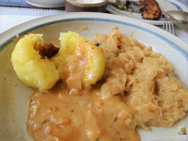 Bauchfleisch,Klöße,Sauerkraut,Zwiebelsoße, (17)