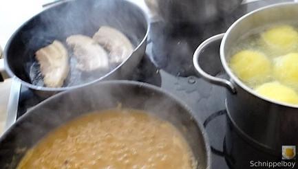 Bauchfleisch,Klöße,Sauerkraut,Zwiebelsoße, (9)