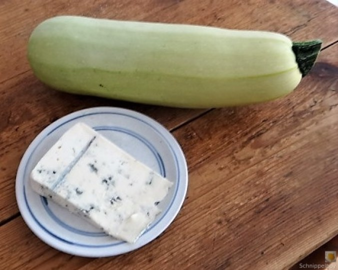 Frittierte Zucchini mit Gorgonzolasauce (7).JPG