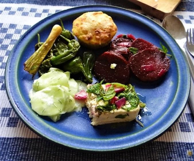 Kleine Kartoffelaufläufe,Rote Beete,Gurke,Pimientos,Feta (21)