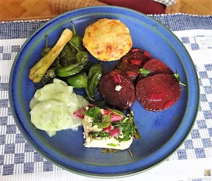 Kleine Kartoffelaufläufe,Rote Beete,Gurke,Pimientos,Feta (22)