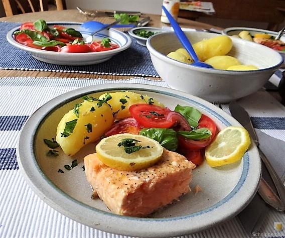 Lachs,Pellkartoffeln,Tomatensalat (10)