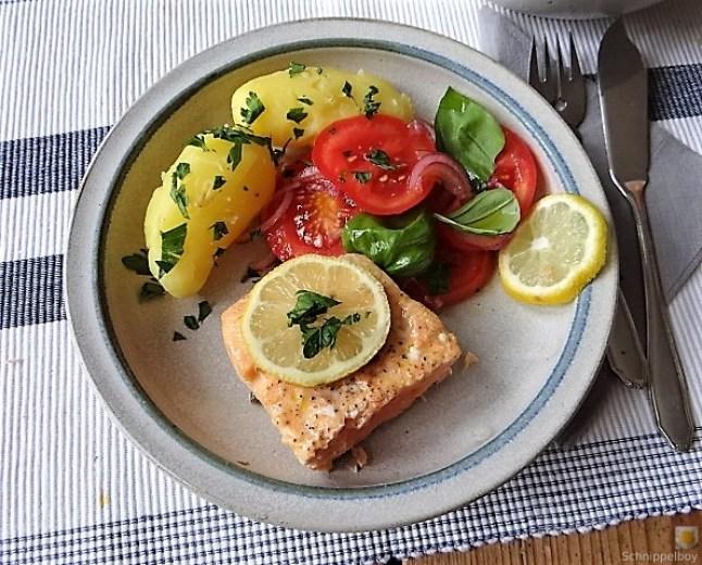 Lachs,Pellkartoffeln,Tomatensalat (3)