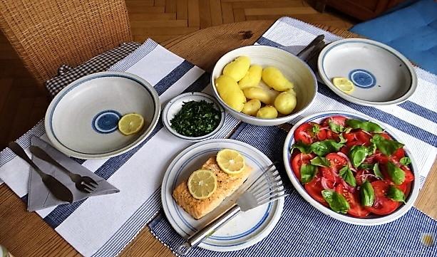 Lachs,Pellkartoffeln,Tomatensalat (7)