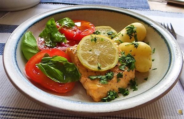 Lachs,Pellkartoffeln,Tomatensalat (9)