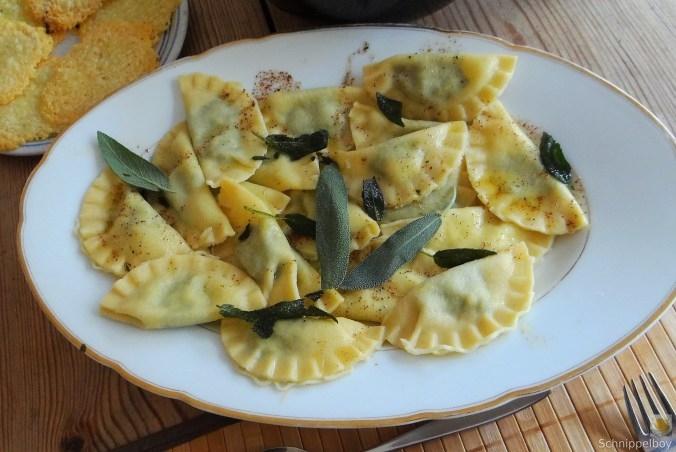 Ravioli-mit-Feta-Spinat-Füllung-und-Salbei-Butter-11