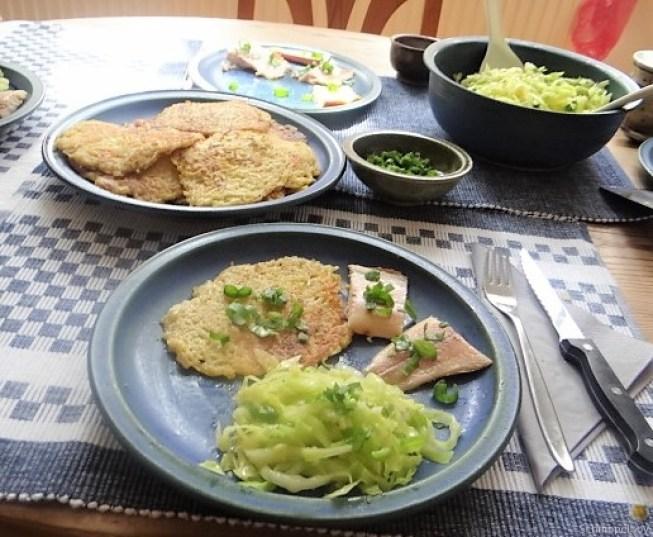 Kartoffelpuffer,geräucherteForelle,Weißkohlsalat,Nchtisch (26)