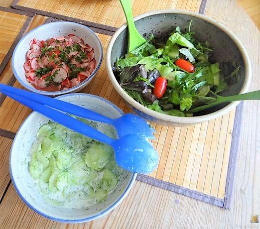 Süßkartoffel und Zucchini aus dem Ofen mit Salaten (14)