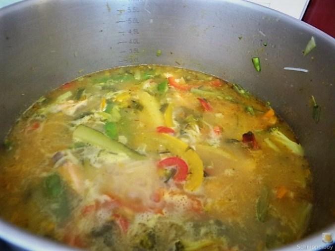 Scharf-Saure Gemüsesuppe mit Garnelen und Lachs (14)