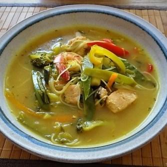 Scharf-Saure Gemüsesuppe mit Garnelen und Lachs (20)