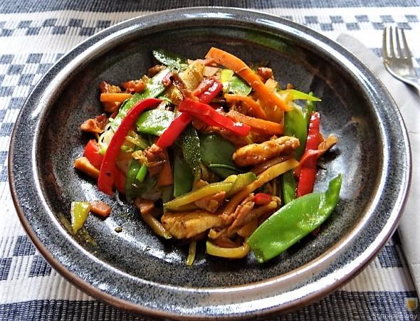 Wokgemüse mit Reisnudeln und Fleisch (16)