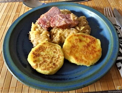 Sauerkraut, Kartoffeltaler, Kassler, (29)