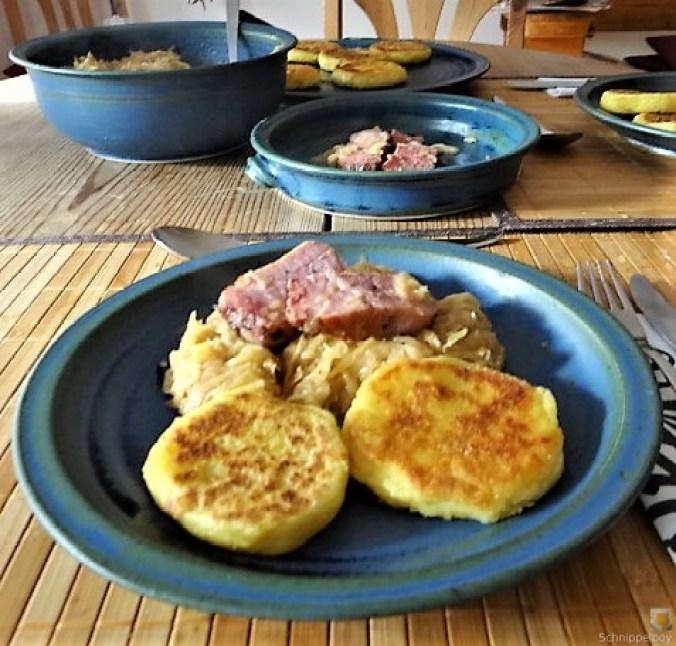 Sauerkraut, Kartoffeltaler, Kassler, (4)