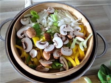 Gedämpftes Gemüse,Käsesauce, Blaue Kartoffeln (11)
