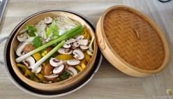 Gedämpftes Gemüse,Käsesauce, Blaue Kartoffeln (12)