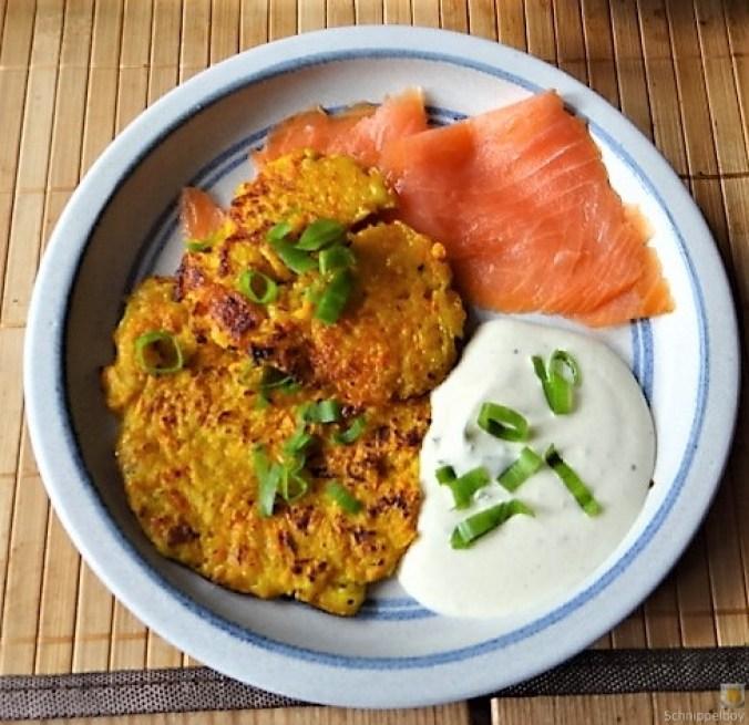 Kürbisrösti,Lachs,Salat,Rhabarberkompott (3)
