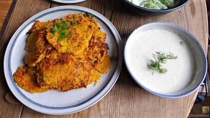 Kürbisrösti,Lachs,Salat,Rhabarberkompott (5)