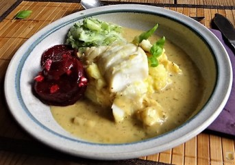 Kabeljau, Zitrus Senfsauce. Kartoffelstampf, Salate (22)