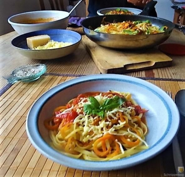 Linguine,scharfe Tomatensauce und Karotten Zoodles (12)