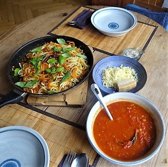 Linguine,scharfe Tomatensauce und Karotten Zoodles (13)
