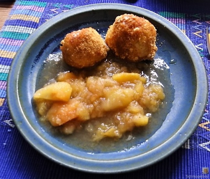 Quarkknödel und Apfelkompott (2)