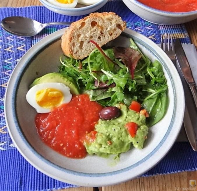 Tomatensalsa,Guacamole,Salat und Ei (1)