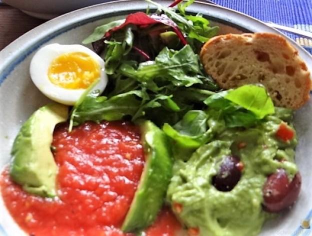 Tomatensalsa,Guacamole,Salat und Ei (3)