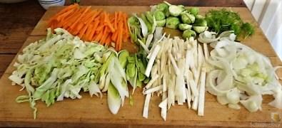 Hahnchen auf einem Gemüsebett (10)