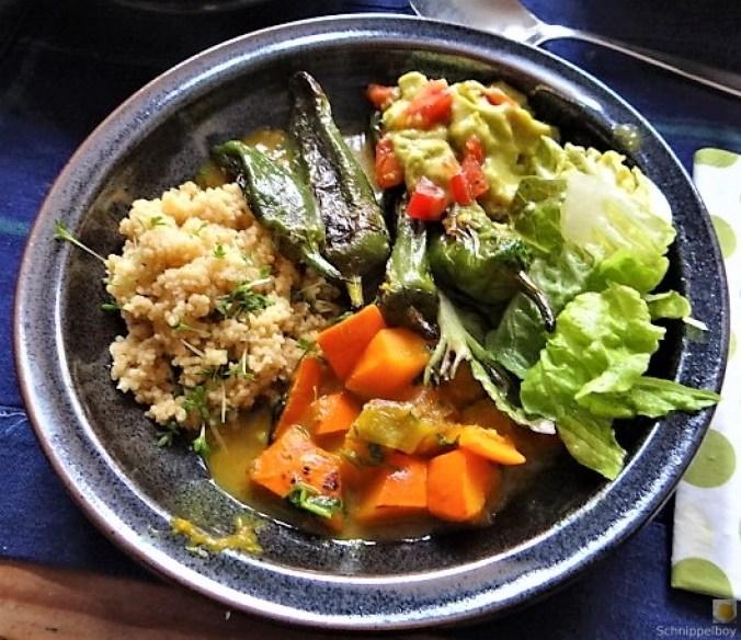 Kürbiscurry,Couscous, Guacamole,Salat (1)