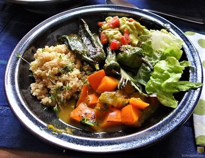 Kürbiscurry,Couscous, Guacamole,Salat (26)