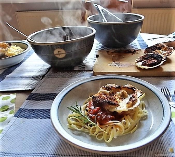 Linguine, scharfe Tomatensauce, Muschelragout (4)